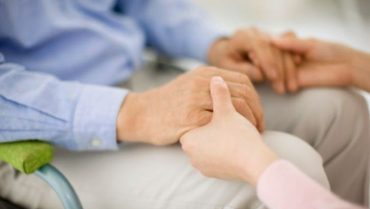 Assegno di cura per anziani non autosufficienti, domande entro l'11 novembre